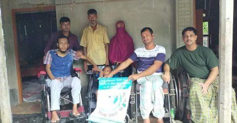 বড়াইগ্রামে প্রতিবন্ধী শিশুকে হুইল চেয়ার দিলো প্রতিবন্ধী সংগঠণ