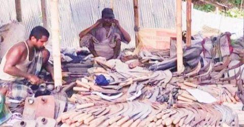 নলডাঙ্গায় কুরবানির ঈদকে সামনে রেখে ব্যস্ত কামার পল্লী