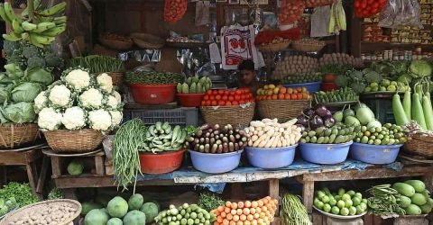 কাঁচা বাজারে শিম-ফুলকপি, দাম চড়া