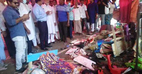 নোয়াখালীর বেগমগঞ্জে পূজামণ্ডপে অগ্নিসংযোগ, মন্দিরে ভাঙচুর