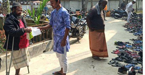 করোনায় প্রতিবন্ধী নজরুলের মানব সেবার গল্প