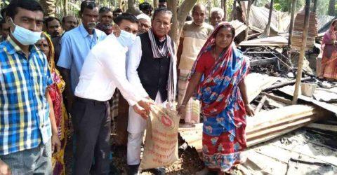 নলডাঙ্গায় অগ্নিকান্ডে আদিবাসীর ৩টি বাড়ি ভষ্মিভূত