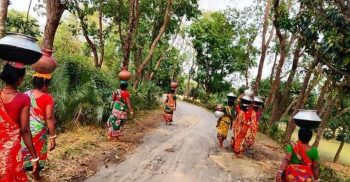 গোমস্তাপুর উপজেলায় পানির জন্য হাহাকার
