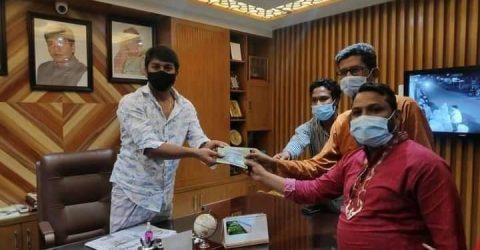 নলডাঙ্গার গণমাধ্যম কর্মীদের ঈদ উপহার প্রদান করলেন এমপি শিমুল